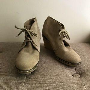 J. Crew | MacAlister Wedge Boot | Flax | EUC